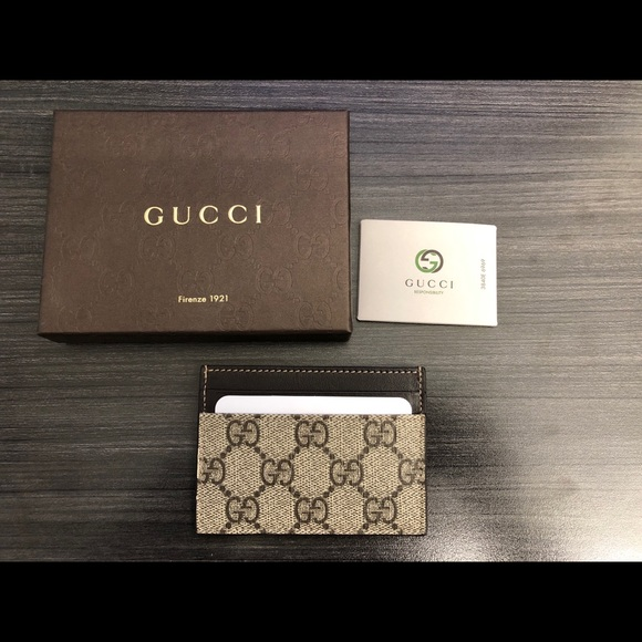 88fef61f051 Authentic Gucci GG Supreme card case